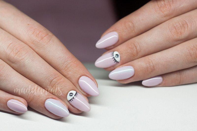 pudrowy roz paznokcie